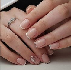 Semi-permanent varnish, false nails, patches: which manicure to choose? - My Nails Frensh Nails, French Manicure Nails, French Tip Nails, Manicure Ideas, Nail French, Cute Shellac Nails, Shellac French Manicure, Short French Nails, French Manicure With A Twist
