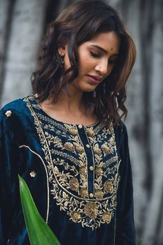 Indian Bridal Fashion, Indian Fashion Dresses, Indian Designer Outfits, Ethnic Fashion, Designer Dresses, Velvet Suit Design, Velvet Dress Designs, Kurti Embroidery Design, Embroidery Fashion