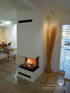 modern panoramic fireplace as room divider .- moderner Panoramakamin als Raumteiler modern panoramic fireplace as a room divider oven - Modern Fireplace Decor, Home Fireplace, Living Room With Fireplace, Fireplace Design, Fireplace Mantels, Living Room Decor, Fireplace Ideas, Fireplace Doors, Modern Decor
