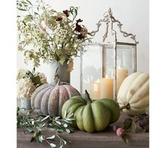 Yay for more Fall decor ideas! Check out these beautiful natural ways to decorate and display fake pumpkins!