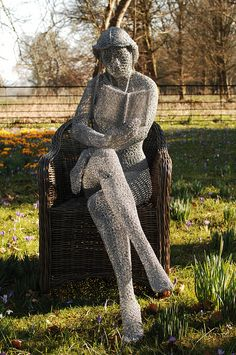 The Reader - wire sculpture by Derek K