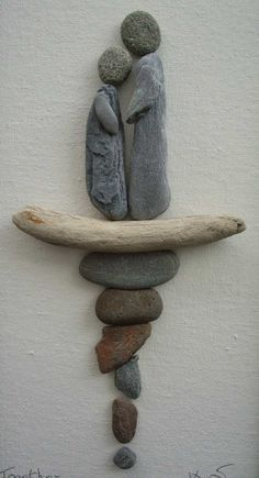 Pebble Art: Pebbles driftwood on canvas. Art Et Nature, Nature Crafts, Stone Crafts, Rock Crafts, Caillou Roche, Art Plage, Art Rupestre, Decorative Pebbles, Pebble Pictures