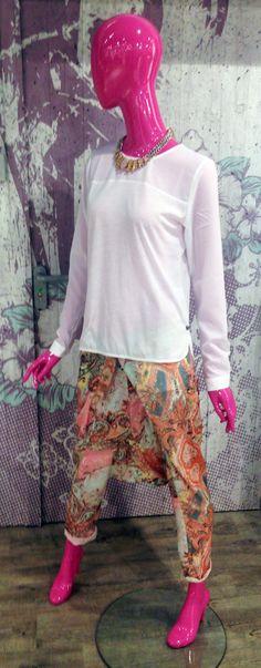 Outfit der Woche! Haremshose mit Paisley-Print: Please – Blusentop: Rich & Royal – Statementkette: Pieces #ootw #fashion