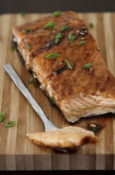 4 ingreidents and 20 minutes are all you need to make this Maple Balsamic Glazed Salmon. A super simple delicious gluten free weeknight meal. Salmon Dishes, Fish Dishes, Seafood Dishes, Balsamic Salmon, Maple Balsamic, Balsamic Vinegar, Salmon Recipes, Fish Recipes, Seafood Recipes