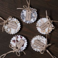 Diy Holiday Gifts, Handmade Christmas Gifts, Diy Candles, Scented Candles, Diy Aromatherapy Candles, Diy Savon, Wax Tablet, Diy Wax, Diy Crafts For Adults