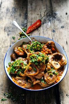 Mais pourquoi est-ce que je vous raconte ça... Dorian cuisine.com: L'osso buco le plus tumultueux des ragoûts ? Mon osso buco du dimanche après-midi…