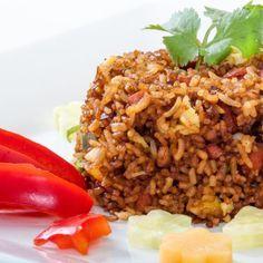 Aprende a preparar arroz cubano a la cartagenera con esta rica y fácil receta.  El arroz cubano a la cartagenera es un tipo de arroz preparado con leche de coco,...