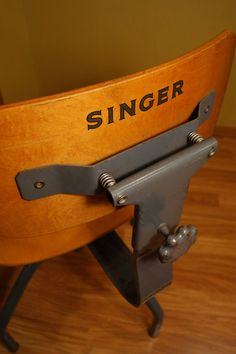 Vintage Singer sewing chair.  I want one of these!!!
