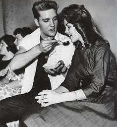 elvis & priscilla when they started dating