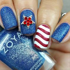 21 Best of July Unghie da festeggiare Stile 4th Of July Cake, 4th Of July Nails, Blue Glitter Nails, Glitter Stars, Blue Tips, Red Nail Polish, Nail Envy, Summer Nails, Pedicure
