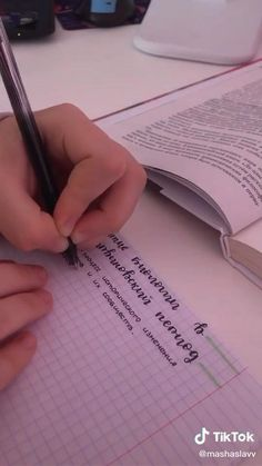 Bullet Journal Lettering Ideas, Bullet Journal Notes, Bullet Journal Writing, Bullet Journal School, Life Hacks For School, School Study Tips, School Organization Notes, School Notes, School Motivation