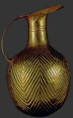Hattic golden pitcher. Anatolia in the Early Bronze Age Alaca Höyük: royal graves of Early Bronze (EB) II (ca. 2500-2300). http://classics.unc.edu/academics/courses-2/clar-241-the-archaeology-of-the-ancient-near-east/image-index/anatolian-early-bronze-age/