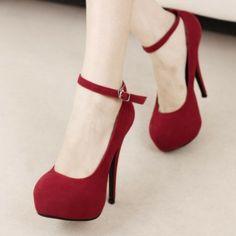 Sapato Pumps Charme em material Camurça com pequena presilha. R$ 98,90  #sapato #pumps #highheels #saltoalto #mulher #moda #calcados #lojaoziris #sapatovermelho #diva
