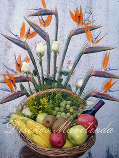 Canasta con fruta y botella Nature, Fruits Basket, Fruit Arrangements, Bottle, Knight, Baskets, Decorations, Flowers, Naturaleza