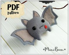 Felt Halloween Bat Ornament Halloween Pattern Bat DIY Felt Ornament Halloween Tutorial Plushies Halloween Pattern Bat Halloween Felt Sewing - Diy & Crafts World Felt Halloween Ornaments, Felt Ornaments, Halloween Owl, Sewing Toys, Sewing Crafts, Sewing Clothes, Adornos Halloween, Sewing Stuffed Animals, Dinosaur Stuffed Animal