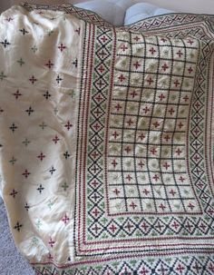 Saree with unstitched Blouse Embroidery Suits Punjabi, Hand Embroidery Dress, Embroidery Neck Designs, Embroidery Saree, Indian Embroidery, Hand Embroidery Stitches, Embroidery Patterns, Machine Embroidery, Kutch Work Designs