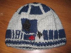 Knitting Pattern For R2d2 Hat : 1000+ images about Star Wars knit and crochet on Pinterest Star Wars Croche...
