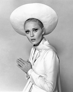Faye Dunaway Fashion in Thomas Crown Affair - - Yahoo Image Search Results Faye Dunaway, Steve Mcqueen, Classic Hollywood, Old Hollywood, Hollywood Fashion, Hollywood Actresses, Thomas Crown Affair, Photo Print, Rock Hudson
