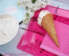 Kääpiölinnan köökissä: Ihana raparperijäätelö ilman jäätelökonetta ♥ Icing, Ice Cream, Bread, Desserts, Food, Sherbet Ice Cream, Meal, Deserts, Essen