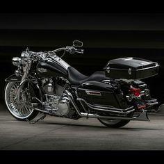 Harley Davidson News – Harley Davidson Bike Pics Custom Baggers, Custom Harleys, Custom Motorcycles, Custom Bikes, Indian Motorcycles, Triumph Motorcycles, Bagger Motorcycle, Motorcycle Style, Motorcycle Garage