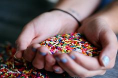 Sprinkles is that ingredient which not only brings back the childhood but only makes your desert appealing The post Homemade Rainbow Sprinkles appeared first on DessertsTime - All About Desserts. Stevia, Rainbow Background, Rainbow Sprinkles, Dessert Recipes, Desserts, Iphone 5s, Iphone Deals, New Pins, It's Your Birthday