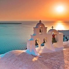 See 4645 photos and 233 tips from 23633 visitors to Σαντορίνη (Santorini). Uk And Ie Destinations, Romantic Destinations, Dream Vacations, Vacation Spots, Santorini Island, Oia Santorini, Photos Voyages, Greek Islands, Greece Travel