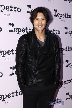 Good Gosh damn your good looks  Oh Ji Ho!!! oh !!!if I could be Hugh Hefner I'd have them all;)