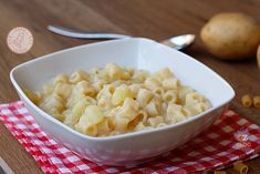 Pasta e patate Italian Pasta, Italian Cooking, Risotto, Macaroni And Cheese, Food And Drink, Ethnic Recipes, Food Ideas, Dinners, Rice