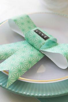 Lidyll: DIY: Sløyfe bordkort??