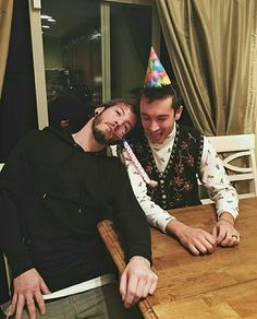 15 Times Tyler Joseph And Josh Dun From Twenty One Pilots Were Ultimate Best Friend Goals Tyler Joseph Josh Dun, Joshua Dun, Happy Early Birthday, 27th Birthday, Top Memes, Staying Alive, Cool Bands, Music Artists, The Dreamers