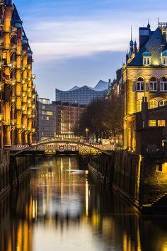 Hamburg Foto Speicherstadt mit Poggenmühle und Elbphilharmonie | Bildschönes Hamburg