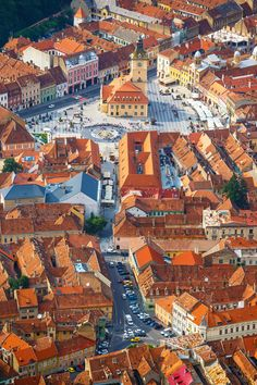 From vibrant Bucharest to coastal Constanta to Transylvania's charming medieval citadels, these are the most beautiful cities in Romania. Beautiful Roads, Most Beautiful Cities, Brasov Romania, Transylvania Romania, Visit Romania, Romania Travel, Medieval Town, Travel Agency, Old Town