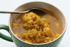 Healthy lunch: Lentils cauliflower soup . Gezonde lunch: linzen bloemkool soep. Recipe www.LekkeretenmetLinda.nl