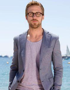 Starlar ve Stilleri: Ryan Gosling-Moda Motto Estilo Ryan Gosling, Ryan Gosling Style, Ryan Gosling Glasses, Look Blazer, Casual Blazer, Blazer Shirt, Ryan Gosling Height, Ringo Starr, John Legend