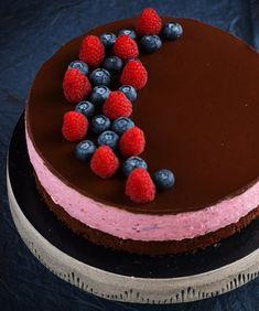 Cukormentes szedres-málnás túrómousse torta recept Cake Recipes, Dessert Recipes, Raspberry, Strawberry, Tiramisu, Mousse, Birthday Cake, Sweets, Baking