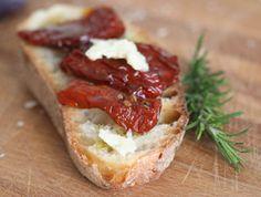טאפאס אנשובי ועגבניות מיובשות