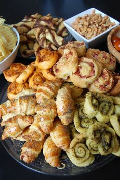 Easy & quick aperitif recipes with 5 puff pastries . Appetizers For Party, Appetizer Recipes, Fingers Food, Salty Foods, Cooking Recipes, Healthy Recipes, Appetisers, Antipasto, Coffee Break