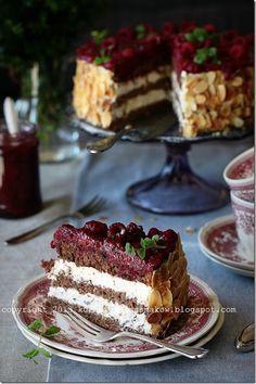 Biszkopt z orzechami wloskimi z kremem z mascarpone i malinami Cookie Desserts, No Bake Desserts, Dessert Recipes, Cake Cookies, Cupcake Cakes, Polish Recipes, Polish Food, Different Cakes, Sweet Pie