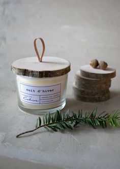 DIY // La bougie de bûcheron Diy Presents, Presents For Friends, Candle Packaging, Handmade Candles, Diy Candles, Candle Making, Diy Crochet, Diy Cadeau Noel, Diy Design