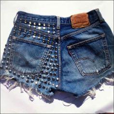 Remodelar ropa Diy Ripped Jeans, Denim Jeans, Diy Shorts, Lace Shorts, Jean Shorts, Diy Fashion Hacks, Jeans For Short Women, Altering Clothes, Denim Trends