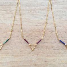 Collier plaqué or triangle et petites perles