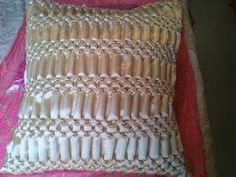 Hola Manola Capitone Smocking, Fabric Manipulation Techniques, Fabric Decor, Sewing Hacks, Sewing Patterns, Cushions, Texture, Crochet, Facebook