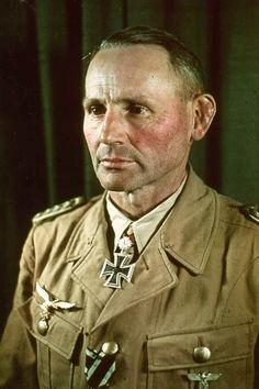 """Generalmajor Bernhard-Hermann Ramcke (1889-1968), Kommandeur Fallschirmjäger Brigade """"Ramcke"""", Ritterkreuz 21.08.1941, Eichenlaub (145) 13.11.1942, Schwerter (99) 19.09.1944, Brillanten (20) 19.09.1944"""
