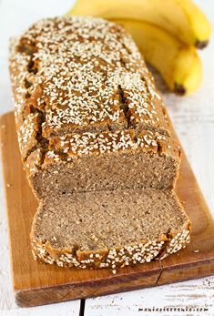 Chlebek bananowy (bez glutenu, jajek, cukru i laktozy) - vegan banana bread (gluten, sugar and lactose free) Gluten Free Banana Bread, Chocolate Banana Bread, Healthy Banana Bread, Banana Bread Recipes, Healthy Snacks For Diabetics, Healthy Sweets, Diabetic Snacks, Healthy Food, Raw Food Recipes