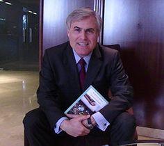 """Entrevistas a Alfredo Escardino nos habla sobre """"Una erasmus en Bruselas"""" www.olelibros.com"""
