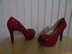 Sapatos customizados com strass da marca Preciosa pela Ornamental Bijoux Noivas.