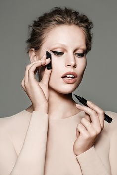 ABLE Cosmetics debuts a truly foolproof liquid eyeliner to help you get the perfect cat eye. Winter Makeup, Winter Beauty, Cat Eye Problems, Beauty Makeup, Eye Makeup, Beauty Bar, Cat Eye Eyeliner, Perfect Cat Eye, Cool Makeup Looks