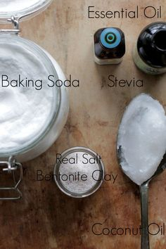 Simple Homemade Peppermint Toothpaste #WhatIsBakingPowderGoodFor Baking Soda For Skin, Baking Soda Health, Baking Soda Uses, Homemade Neosporin, Homemade Toothpaste, Argile Bentonite, Bentonite Clay, Baking Powder Uses, What Is Baking