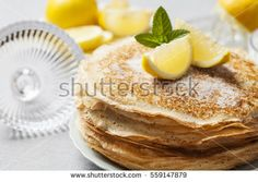 Did you know that pancakes have held a spot in England's history for centuries? Learn about English Pancakes, try a recipe, and make them yourself! Pancakes Sans Gluten, Whole Wheat Pancakes, Oat Pancakes, Pumpkin Pancakes, Crepes Nutella, Lemon Ricotta Pancakes, History Of Pancakes, Traditional English Food, Crepe Vegan