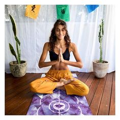 If you love crystals then you'll love our Amethyst Crystal yoga mat. Click the shopping link for more images or to buy now 💜